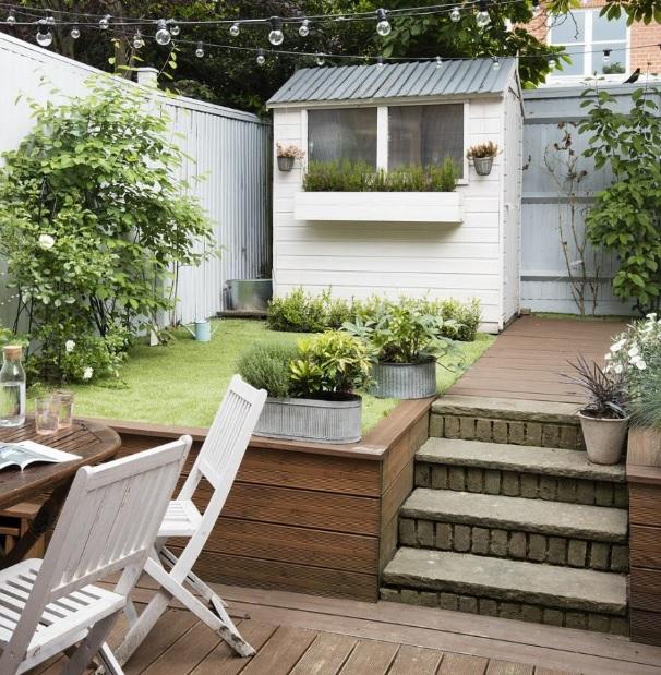 Basit modern bahçe dekorasyonu