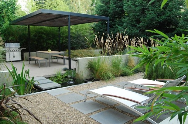 Doğal modern bahçe dekorasyonu