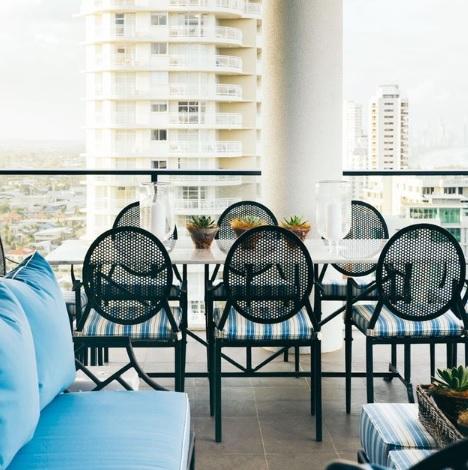 Yemek Masası ve Oturma Grubu Balkon Dekorasyonu