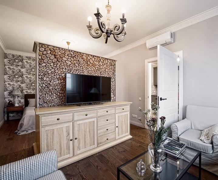 1+1 Ev Dekorasyonu : Bölmeye TV Masarı ve Televizyon